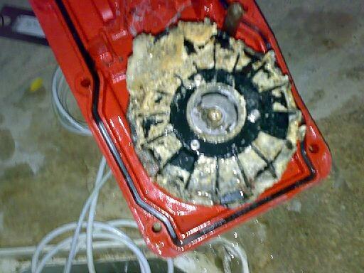Meterlange korrosionsstelle in abwasserleitung in for Abwasserleitung verstopft