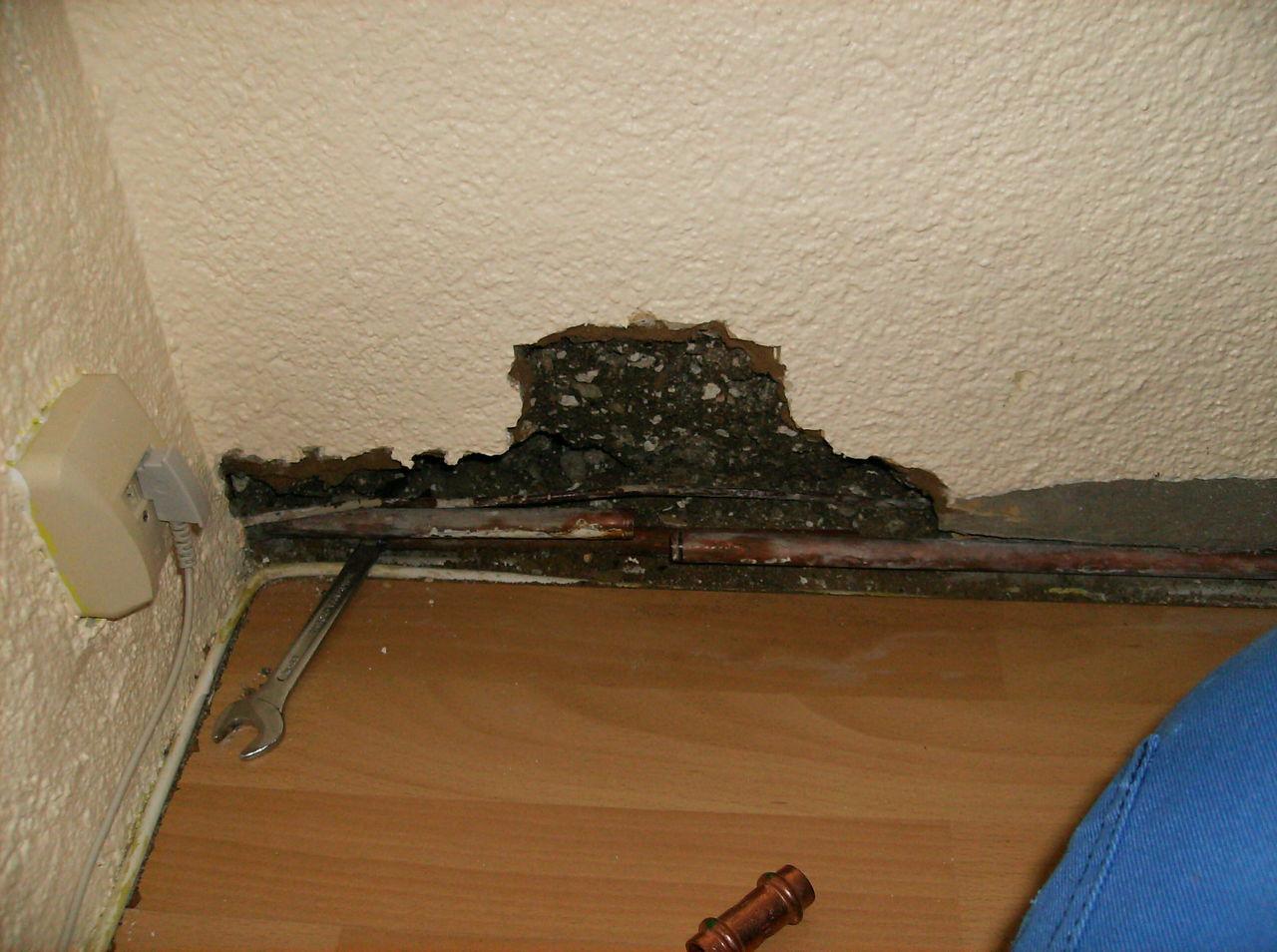 notdienst beim laminatlegen wasserleitung angebohrt korrodierter heizk per musste ausgetauscht. Black Bedroom Furniture Sets. Home Design Ideas