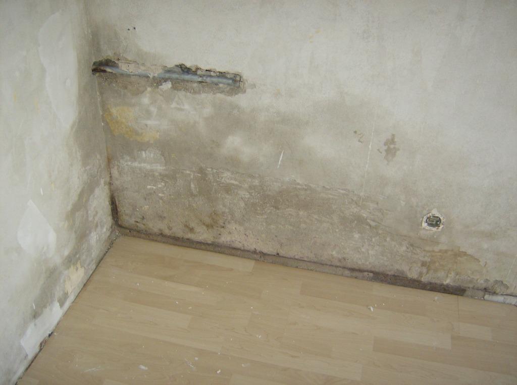 Stringen kaltwasserleitung durch korrosion zerst rt zum - Feuchtigkeit in der wand ...
