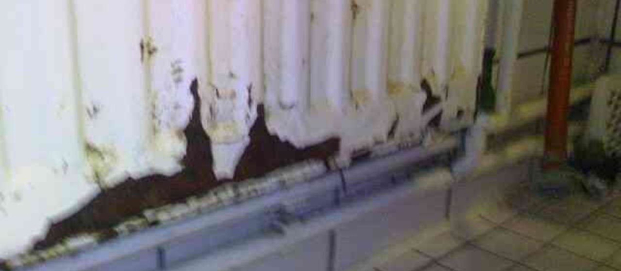 mannheim korrodierter heizk rper undicht zum thema heizung heizk rper korrosion wasserschaden. Black Bedroom Furniture Sets. Home Design Ideas