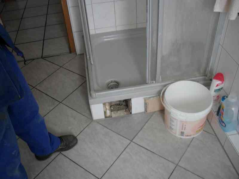 nu loch undichte silikonfuge an dusche zum thema dusche silikonfuge undicht wasserschaden. Black Bedroom Furniture Sets. Home Design Ideas