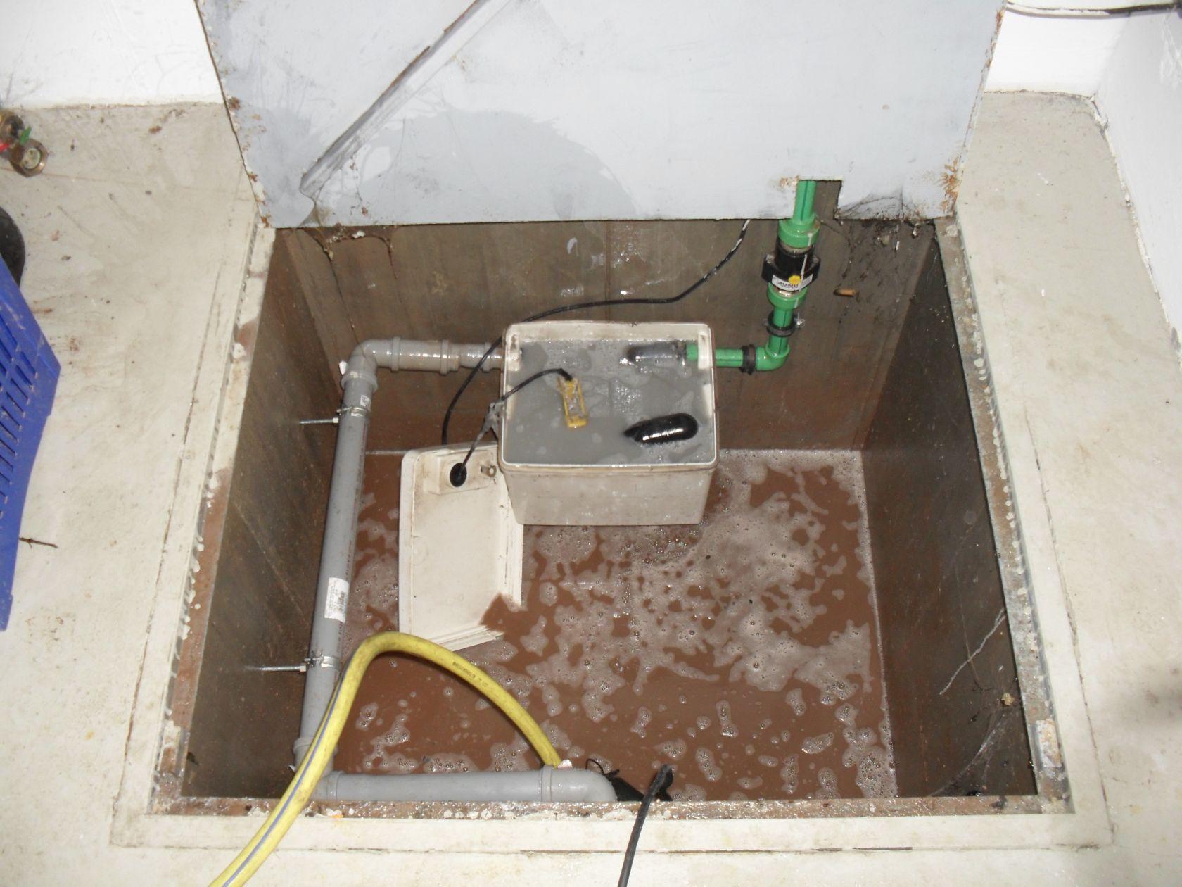 notdienst nu loch undichte silikonfuge dusche hebeanlage f r waschmaschinenraum defekt. Black Bedroom Furniture Sets. Home Design Ideas