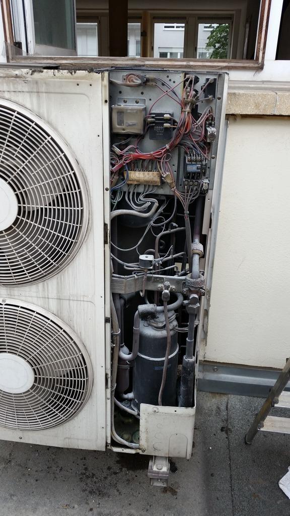 notdienst ludwigshafen au eneinheit einer klimaanlage verschmort korrodierte rohrleitung. Black Bedroom Furniture Sets. Home Design Ideas